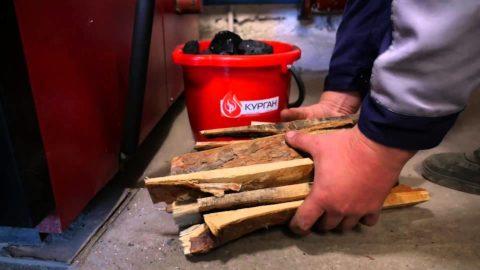 Растопку дровяного котла придется повторять каждые несколько часов