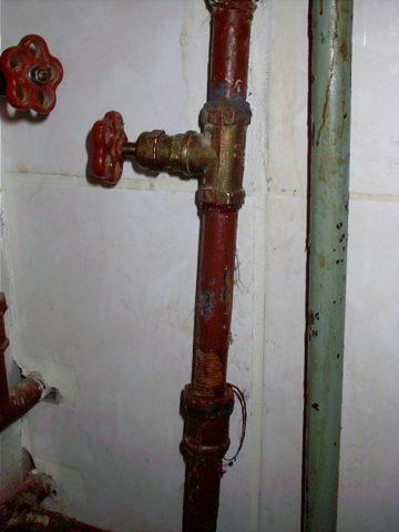 Сгон на подводке водоснабжения