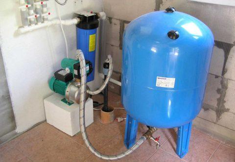 Система автономного водоснабжения с поверхностным насосом и гидроаккумулятором