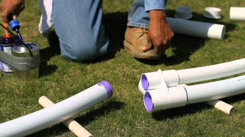 Склейка муфтовых соединений на трубопроводе из ПВХ