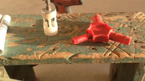 Универсальный калибратор с ножами для снятия фаски
