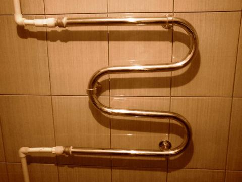 В современных домах полотенцесушители врезаются в разрыв стояков ГВС