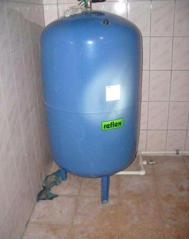 Емкий мембранный бак обеспечит вас водой на время ремонта магистрального водопровода