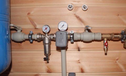 Пружинный клапан на вводе системы водоснабжения с гидроаккумулятором