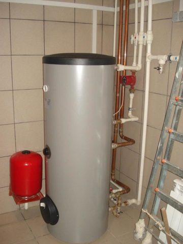 Расширительный бак для системы водоснабжения в обвязке бойлера косвенного нагрева