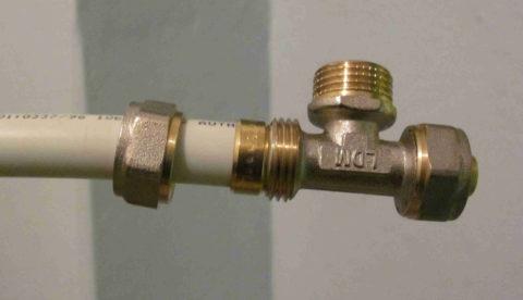 Разборное компрессионное соединение на металлопластике