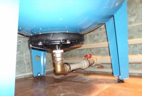 На фото — гидроаккумулятор в системе водоснабжения