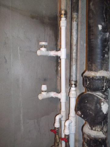 Полная или частичная замена стояков решит проблему низкого напора из-за отложений в стальных трубах