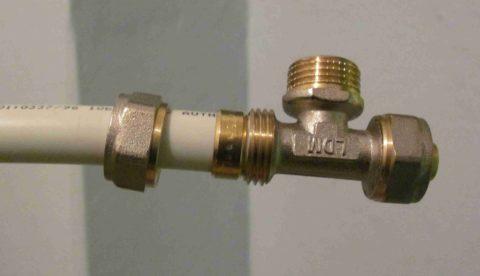 Соединение металлопластиковой трубы с компрессионным фитингом