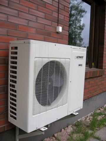 Внешний блок теплового воздушного насоса