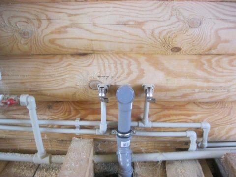 Завершаем монтаж: водоснабжение канализация отопление разведены; на подводки установлены отсекающие краны