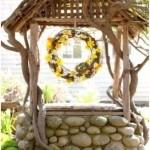 Декоративный колодец из речной гальки и коряг