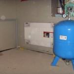 Водоснабжение частного дома с гидроаккумулятором: напольный вариант