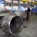 Сборка участков трубопроводов сложной конфигурации тоже производится в цеху