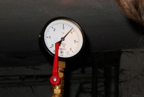 Манометр показывает нормальное давление водоснабжения