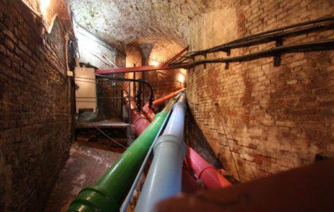 Чугунный водопровод, построенный больше двух веков назад, питает знаменитые фонтаны Петергофа