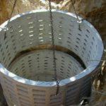 Фильтрационный колодец без дна или с перфорированными стенками