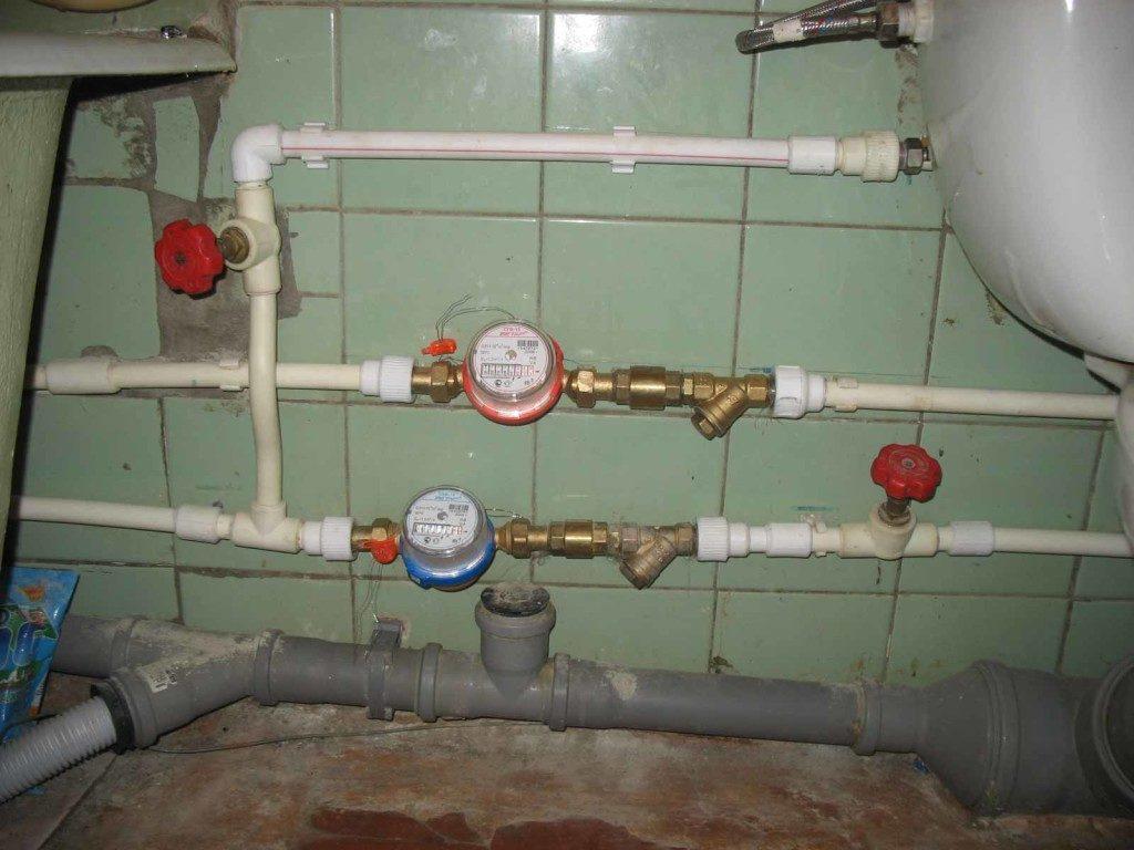 Счетчики на подводках горячей и холодной воды