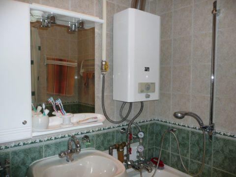 Колонка установлена в ванной