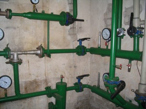 Перепад между нитками отопления равен всего 0,2 кгс/см2, или 2 метрам напора