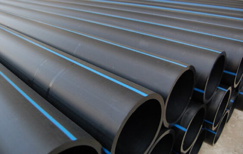 Полиэтиленовые трубы для воды маркируются черным или синим цветом, а также сочетанием этих двух цветов