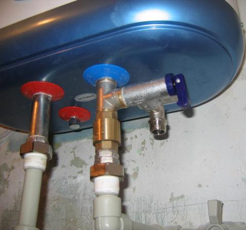 Предохранительный клапан в обвязке электрического бойлера