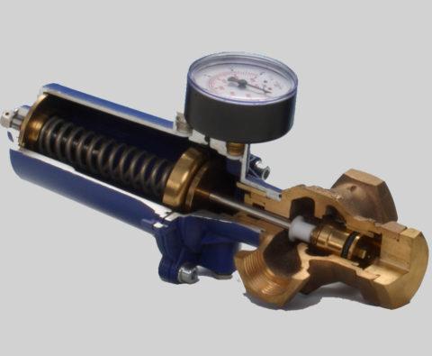 Редуктор для понижения давления воды в разрезе