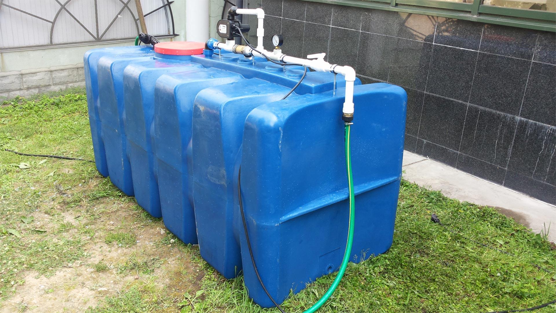 Напорный бак для полива водой