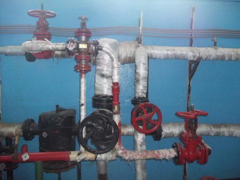 Элеваторный узел с дополнительными врезками гоpячей воды для ее рециркуляции