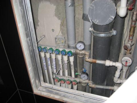 Коллекторная разводка гарантирует постоянное давление воды вне зависимости от интенсивности ее разбора