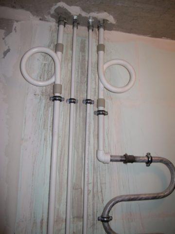 Компенсаторы удлинения на стояках горячей воды