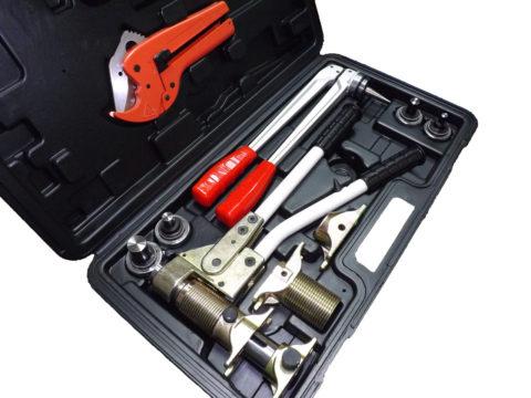 Комплект инструмента для монтажа PEX. Стоимость — 16500 рублей