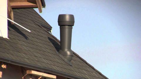 На фото — вентиляционный вывод канализации на скатной крыше