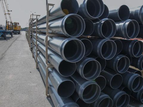 Напорные трубы для внешнего водоснабжения. Материал — поливинилхлорид
