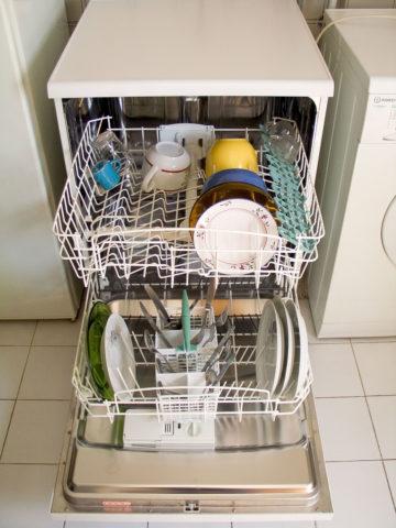 Посудомоечная машина на фото работает при давлении 0,3 - 6 кгс/см2