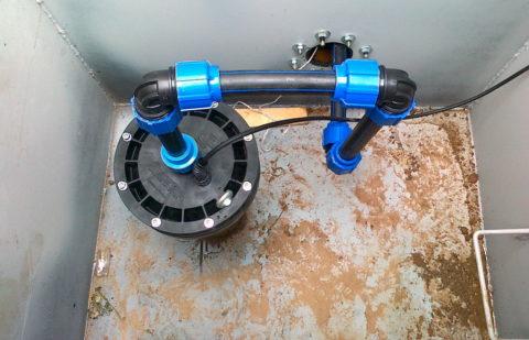 Ввод смонтирован полиэтиленовой трубой на компрессионных фитингах