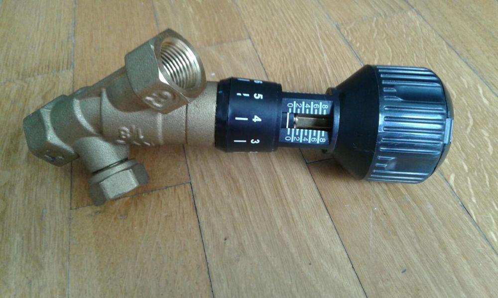 Изделие от компании Danfoss: производитель снабдил редуктор удобной рукояткой и шкалой для регулировки