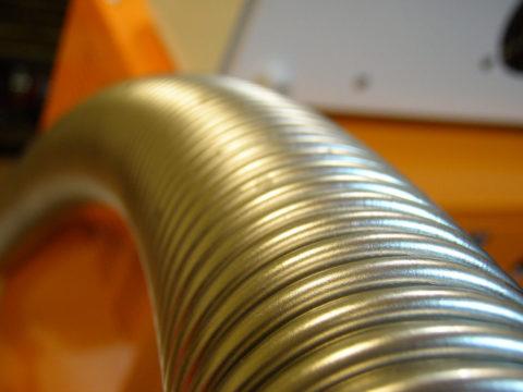 Гофрированная труба из нержавейки. Толщина стенок — 0,3 мм