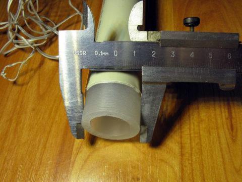Конец трубы зачищен от внешнего армирующего слоя