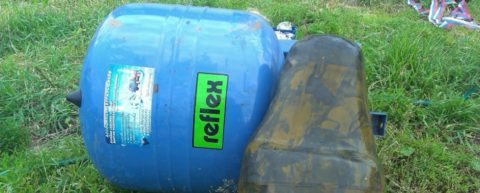 Мембранный бак Reflex для водоснабжения вскрыт для замены мембраны