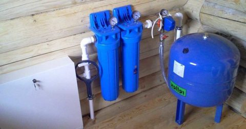 На фото — Reflex DE: мембранный бак для систем водоснабжения работает в паре с погружным скважинным насосом
