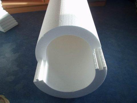 Пенопластовая скорлупа для теплоизоляции водопровода