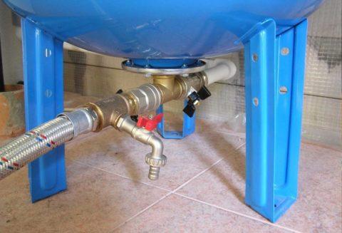 Подключение бака возможно в любой точке водопровода