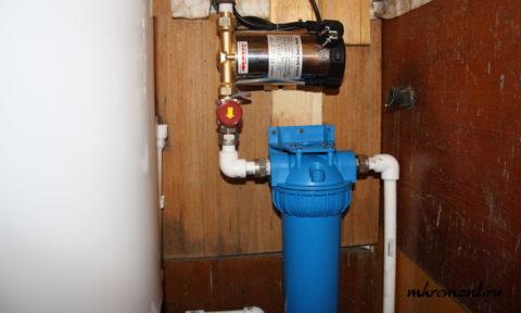 Повышающий насос на вводе воды в дачный дом
