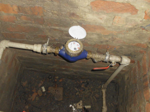 Прибор учета установлен в водомерном колодце