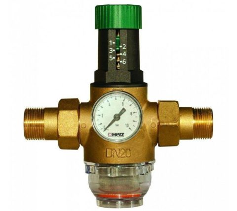 Регулятор для горячего водоснабжения с встроенным в корпус манометром