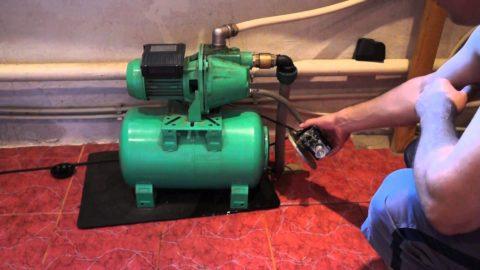 Станция повышает напор на вводе водопровода в дом