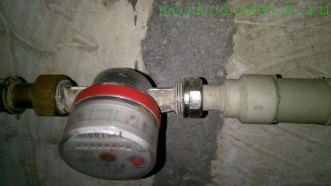 Типичный размер счетчика воды на вводе в квартиру или частный дом — ДУ 15