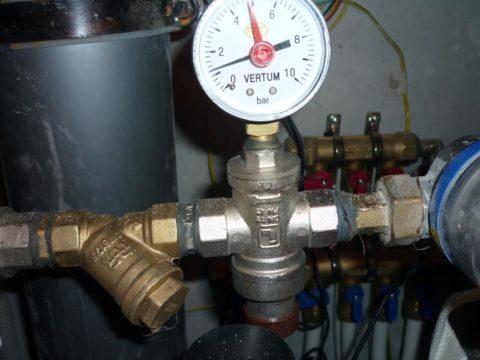Ввод водоснабжения оборудован редуктором