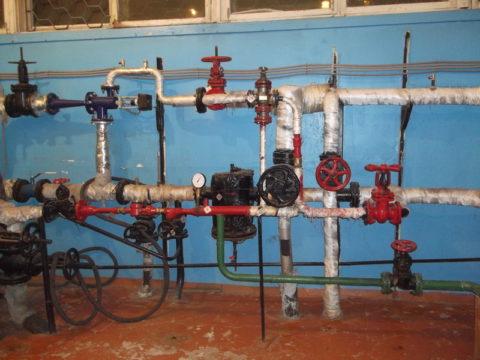 Элеваторный узел сврезками для подачи воды потребителям изтеплосети